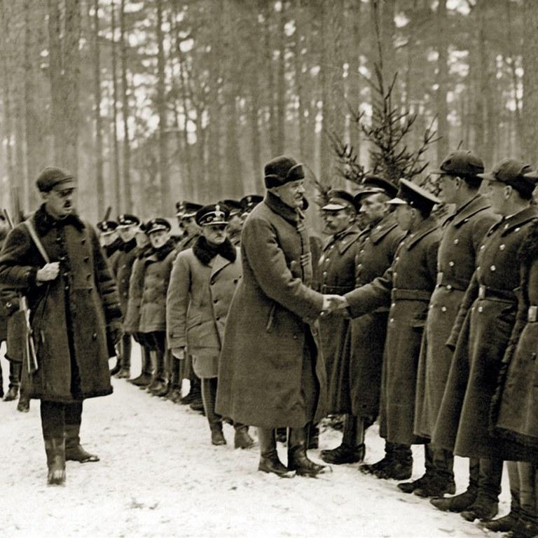 1 lutego 1931 r. Prezydent Ignacy Mościcki wita się w Spale ze Służbą Leśną.