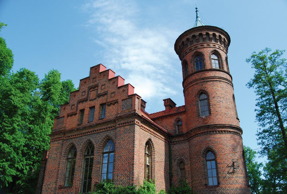 Neogotycki pałac z 1840 roku w Nowym Duninowie