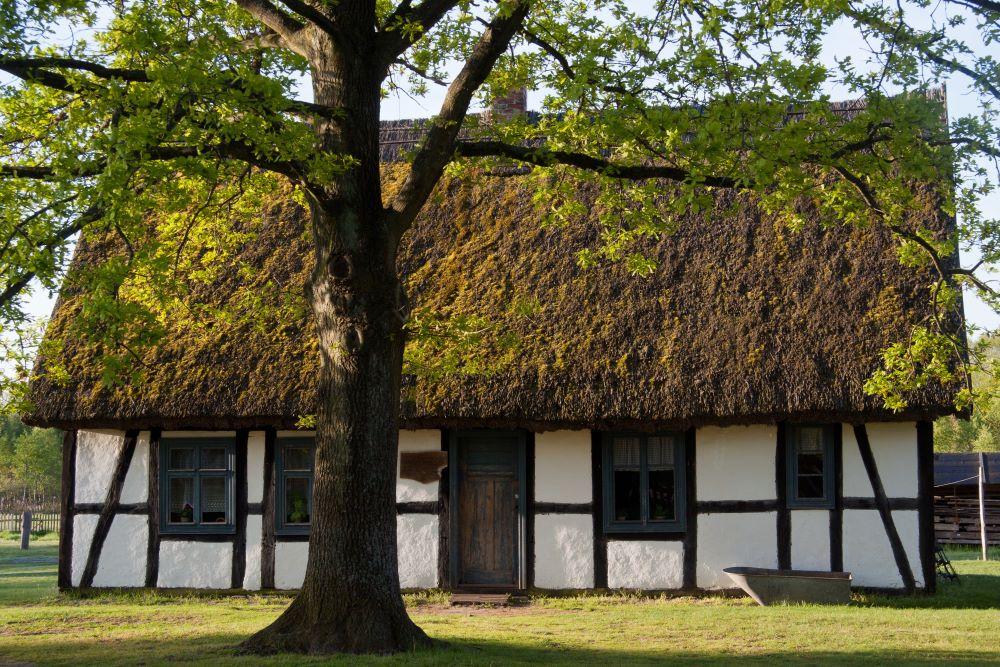 Kluki Muzeum Wsi  Słowińskie shutterstock_264110612 Mateusz Sciborski.jpg