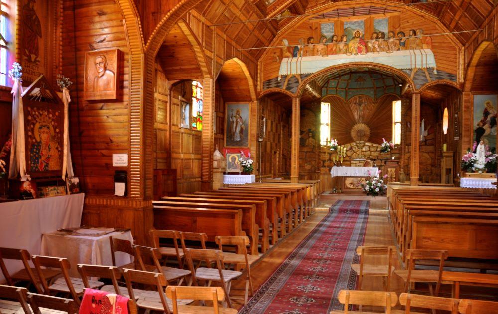 Lasy Janowskie - wnętrze kościoła w Momotach. foto Andrzej Wediuk.jpg